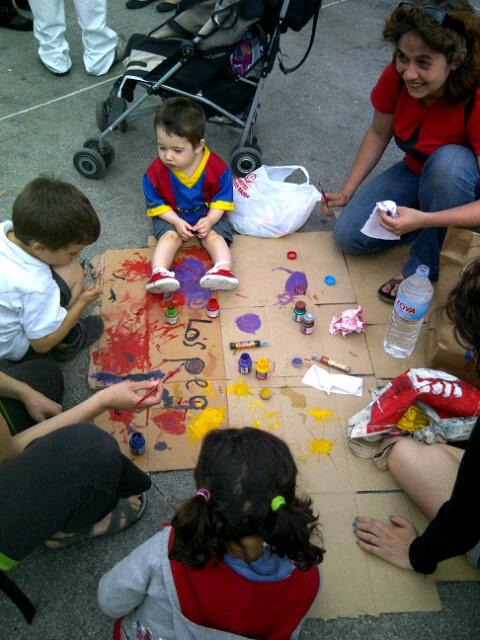 Ya están los jóvenes radicales haciendo pintadas #acampadasol (@yeyodebote)