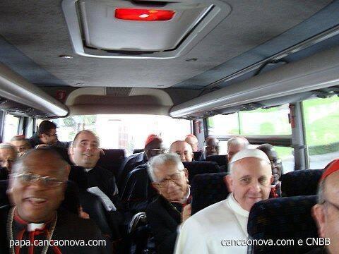 Al volver a Sta Marta, se sube a un autobús, no al coche oficial