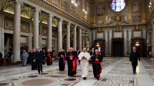 Al día siguiente, va a Santa María la Mayor a rezar