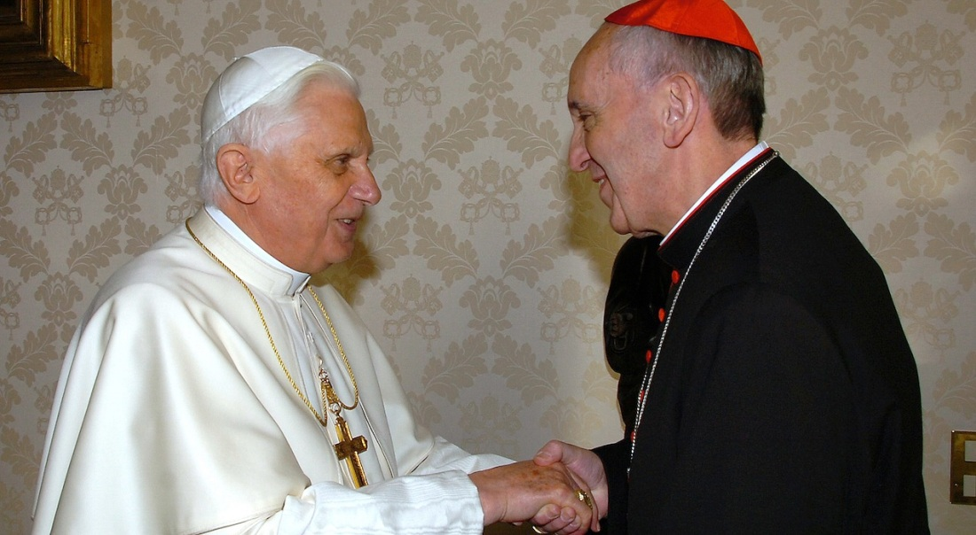 Los papas Benedicto XVI y Francisco
