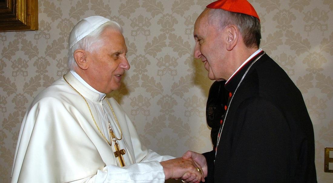 Los papas Benedicto XVI y Francisco